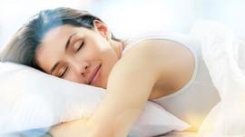 Mi a kapcsolat a pazsmirigy alulműködés és az alvási problémák között