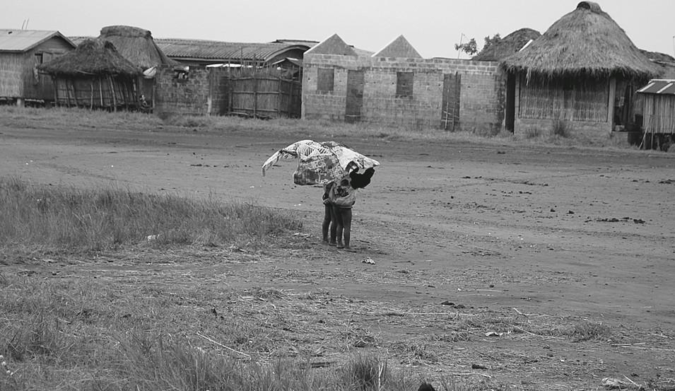 Enfants du Bénin debout