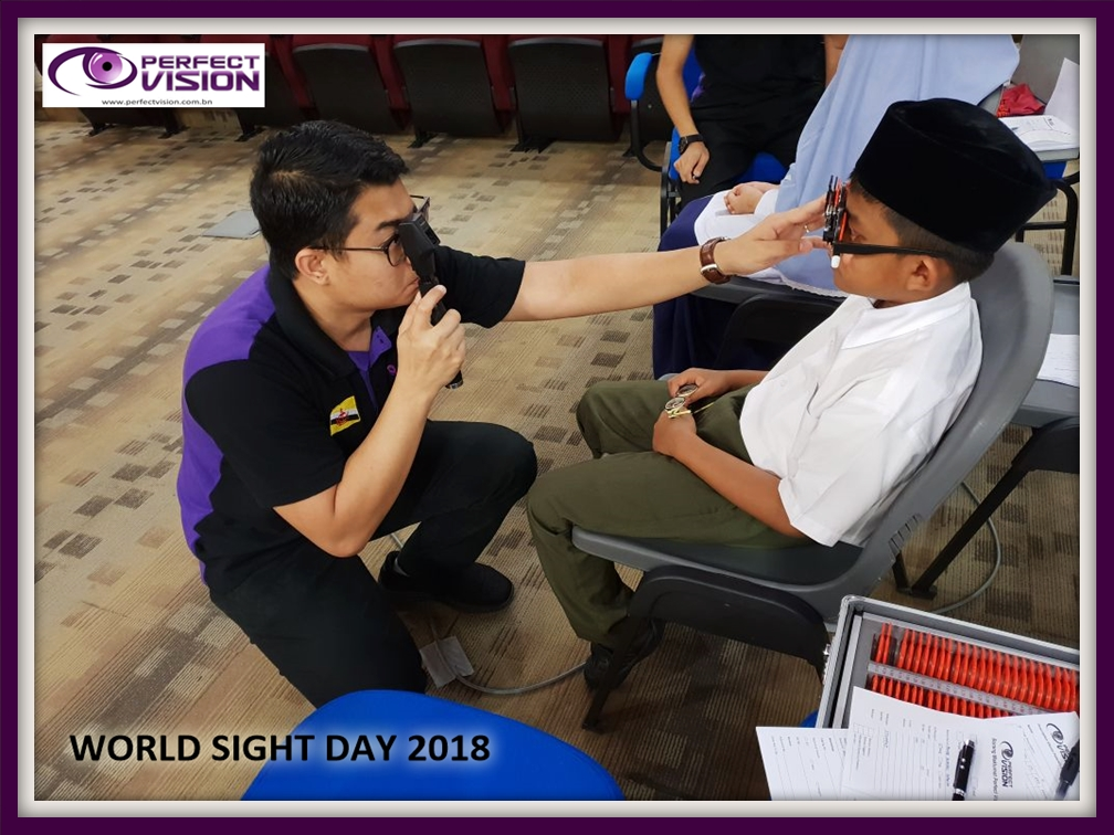 Manual refraction eye tests