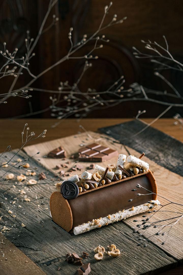 Bûche de Noël 2020 - Noisettes & coeur coulant caramel-praliné