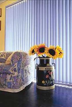 Комната с вазой подсолнухов