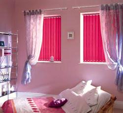 Вертикальные жалюзи в спальне
