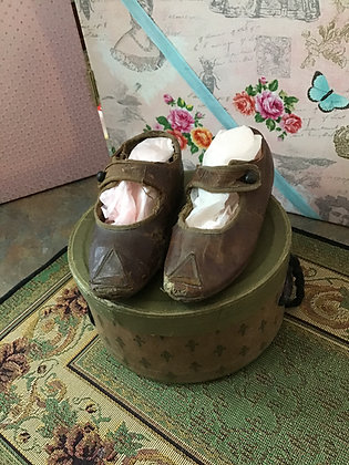 Pair of larger brown doll/children's shoes