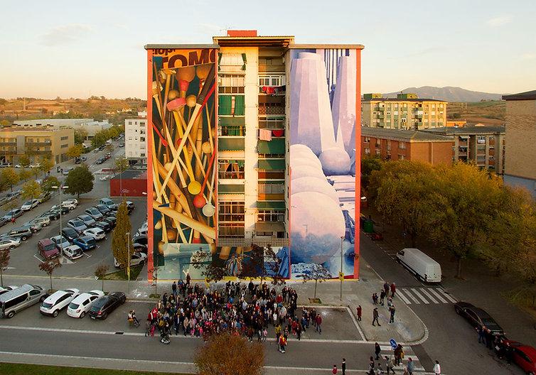 artiste zoer zoerism peinture acrylique figurative sur mural de mailloche et ceramiques à granollers en espagne