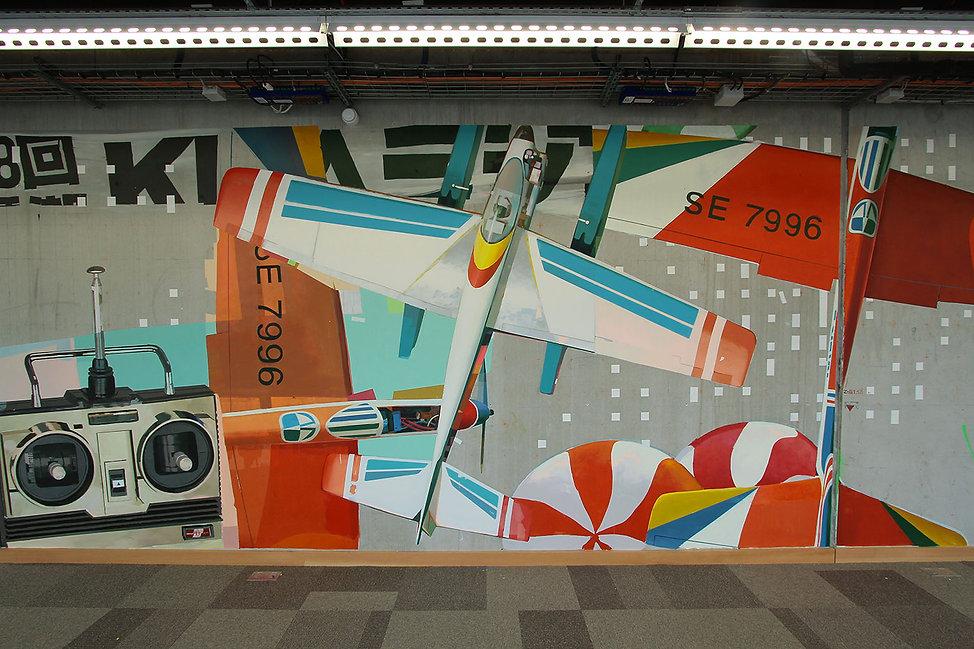 artist zoer zoerism fresque mural peinture acrylique realiste avion rouge jouet facebook artist in residence paris 2016