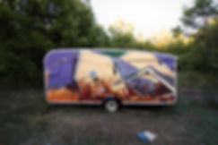 peinture acrylique de artiste zoer zoerism sur caravane representant une maison detruite titre building center provence 2019