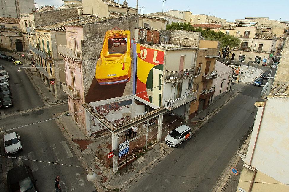 artiste zoer zoerism fresque mural peinture acrylique sur beton de voiture a pedale festiwall ragusa sicile italy 2017