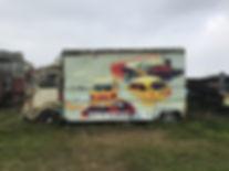 artiste zoer zoerism peinture acrylique sur citroen tub de voitures renault a la derive pour créer du mystere
