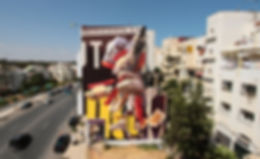 Artiste zoer zoerism peinture acrylique figurative sur mural de voitures en trois dimensions en relief à rabat maroc
