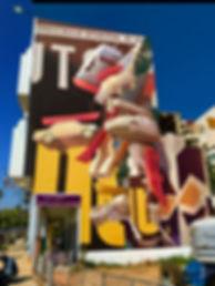Artiste zoer zoerism fresque murale en acrylique de un temps suspendu representant des voitures en volume rabat maroc 2018