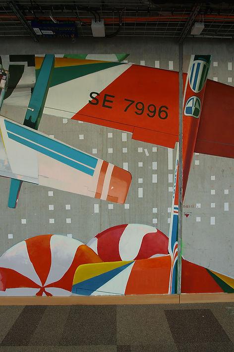 artist zoer zoerism fresque mural peinture acrylique realiste detail avion jouet facebook artist in residence paris 2016