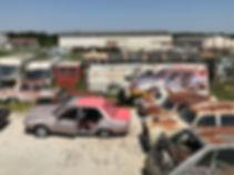 Artiste zoer zoerism peinture acrylique figurative realiste sur camion mercedes d'une renault R18 en france