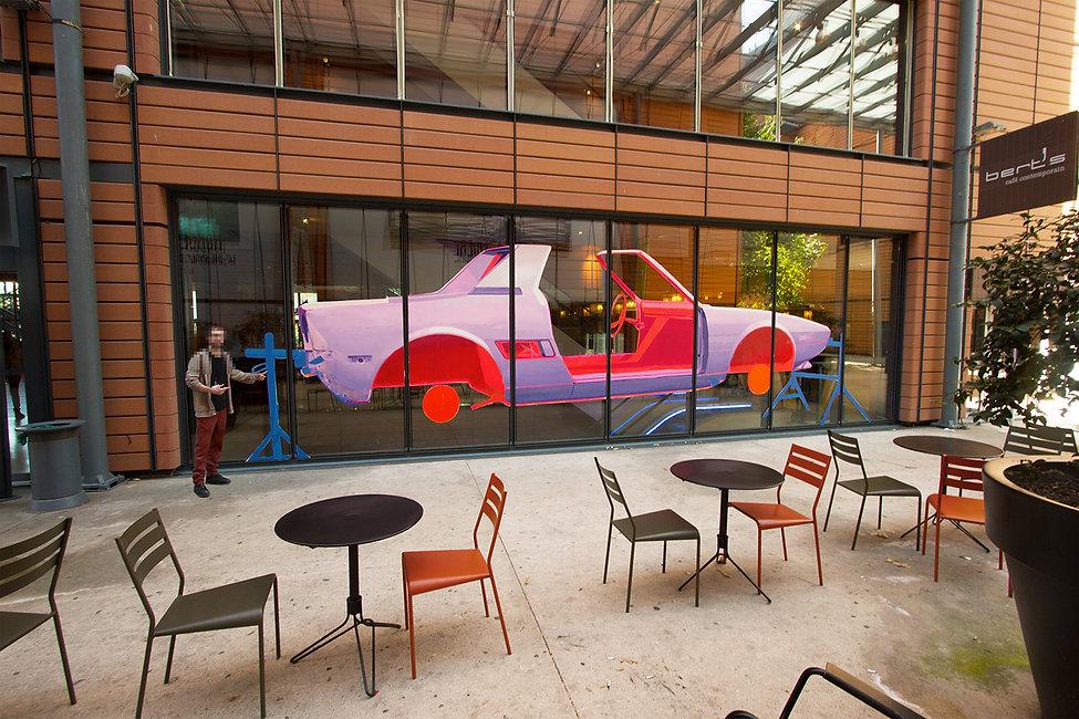 artiste zoer zoerism peinture acrylique sur verre de carcasse de voiture violette pour biennale de lyon France 2018