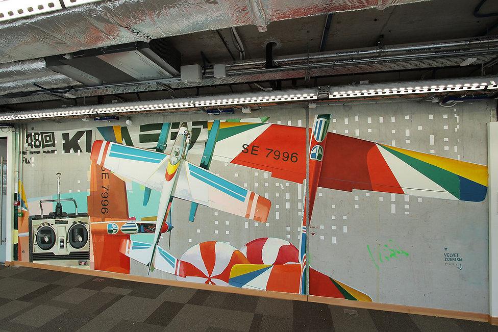 artist zoer zoerism fresque mural peinture acrylique realiste  avion pour facebook artist in residence paris France 2016
