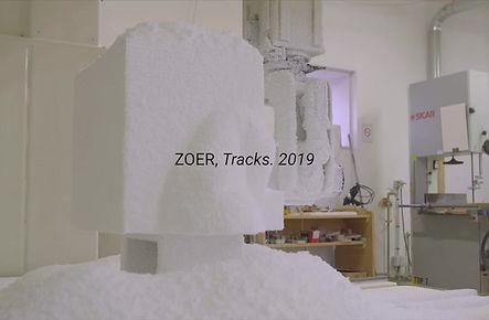 Artiste peintre zoer zoerism filme sur le processus creatif d une sculpture qui cree confusion entre peinture et volume