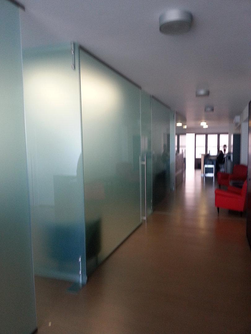 VitralDesign Parete divisoria in vetro con porta in vetro ocn apertura a battente