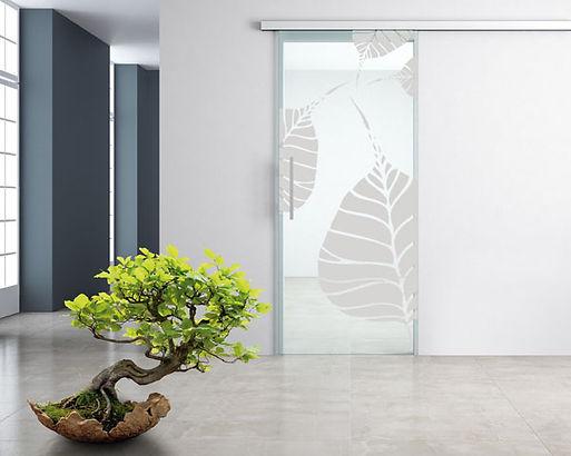 Porta in vetro scorevole monoanta filo muro con binaro in alluminio