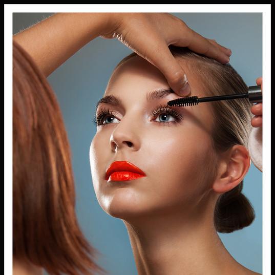 Pro-Make-up-Artist.