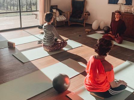 Les bienfaits d'une retraite yoga dans les Alpes-Maritimes et le Var