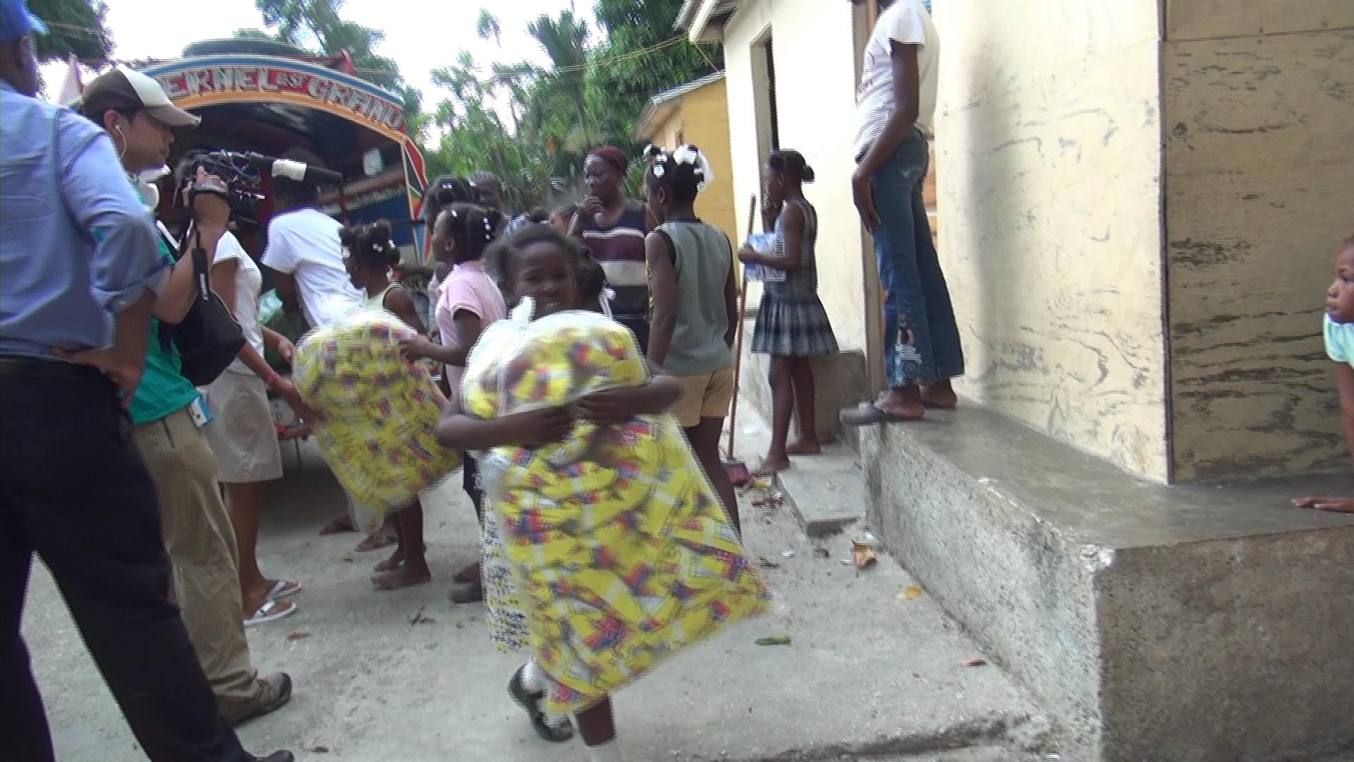 孤児院 食糧搬入