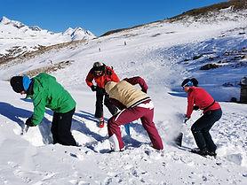 Bergsteiger am Lawinenausbildung