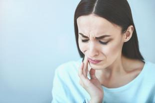 Почему возникает острая зубная боль?