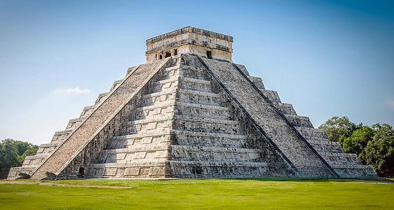 Kukulkan Pyramid, Chichen-Itza.jpg