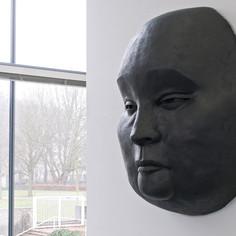 Große_Maske_im_Kunstverein_Pforzheim.jpg