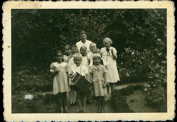 001 Gertrud Theopold mit Sittenser Kinde