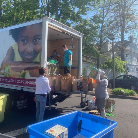 New Canaan Library food drive a success