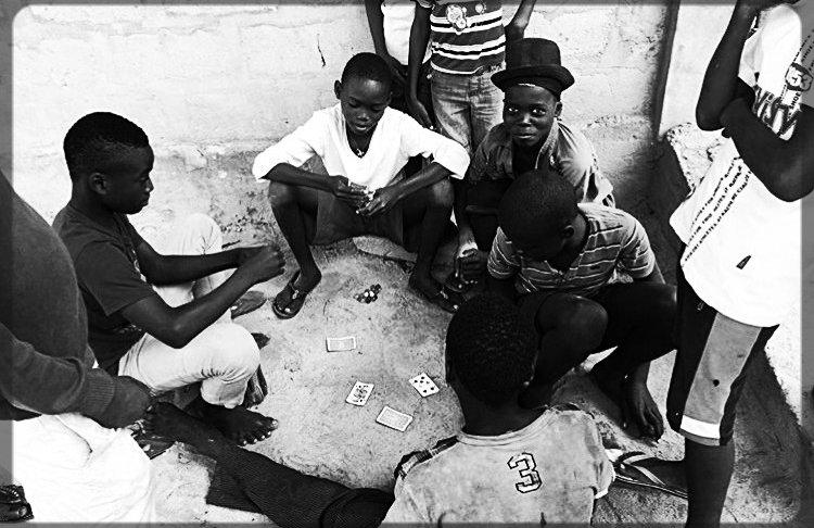 Togolese children palying cards 2016_edi