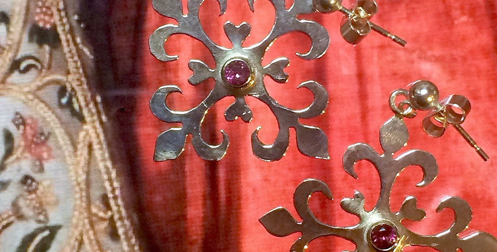 Tudor Traforo earrings with Rhodalite garnet
