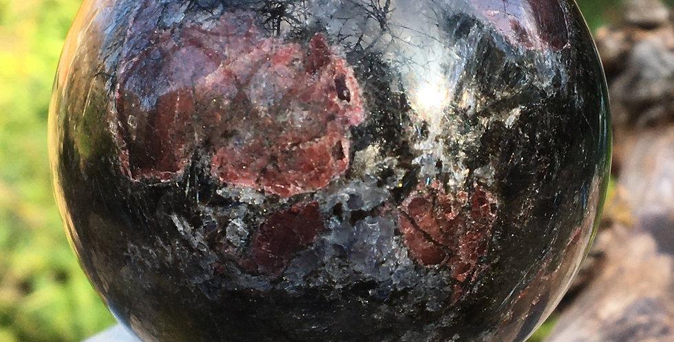 Garnet in Astrophyllite