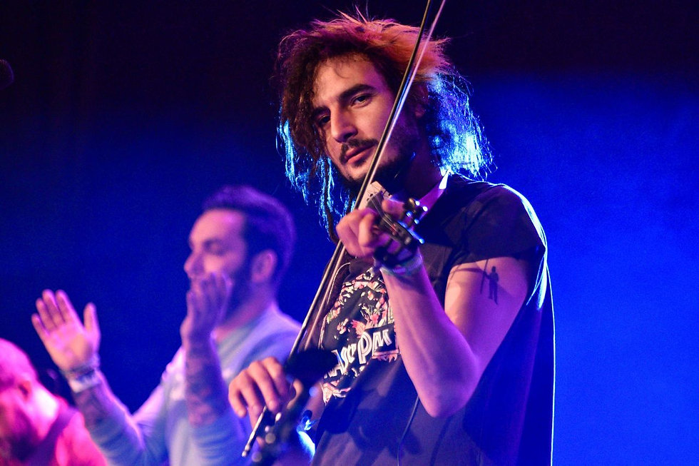 Lipics Gergő a Punnany Massif zenekar tagja