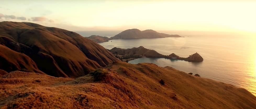 Gili Lawa Darat in Komodo. Komodo boat trip to Gili Lawa. Sunrise at Gili Laba.