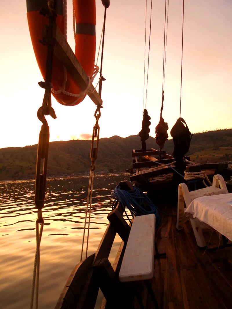 Boat Charter Komodo, Loh Liang Anchor Spot