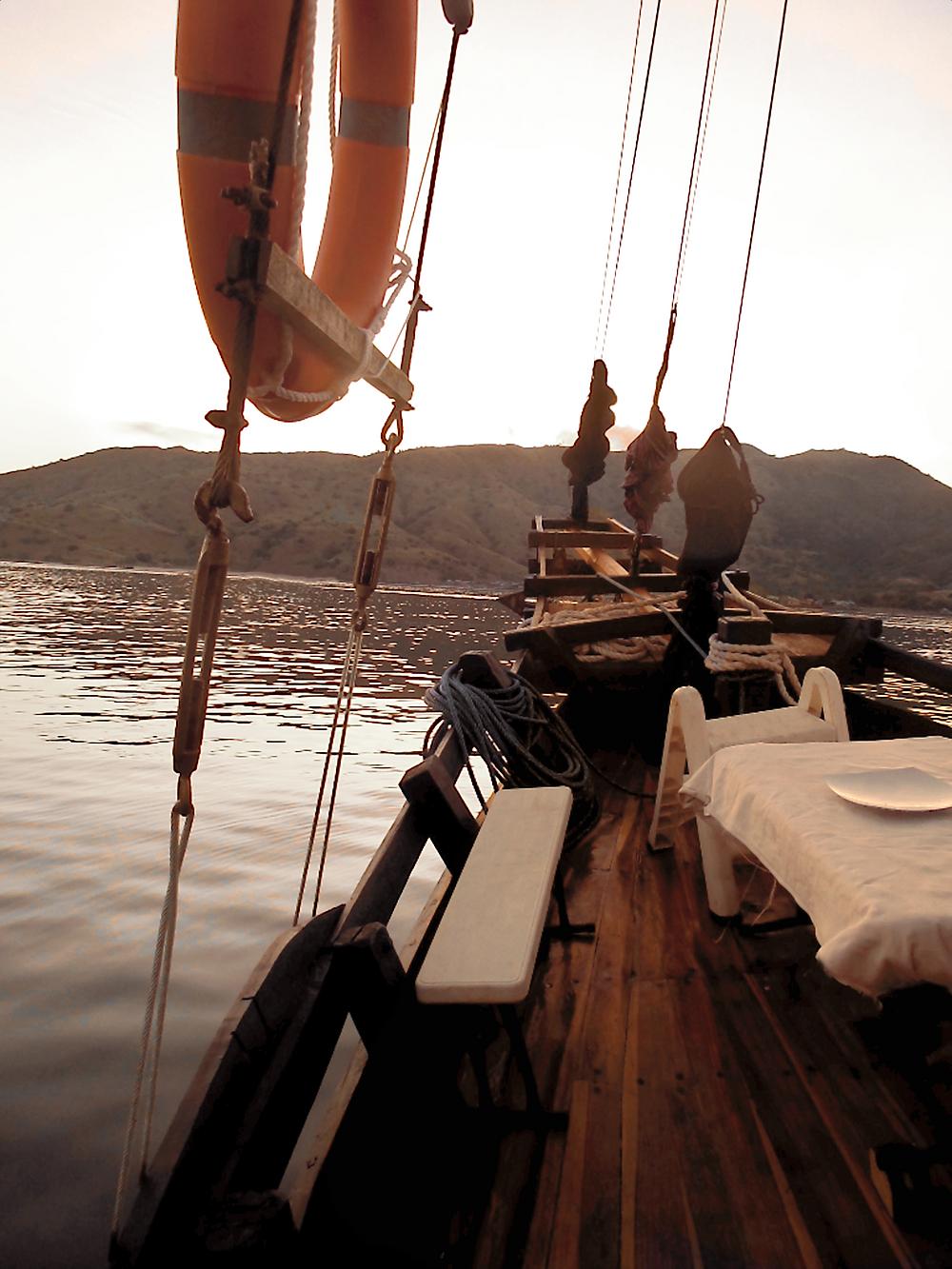 Laba laba boat, komodo liveaboard tour, komodo tour, komodo island tour, boat tour to komodo, boat trip to komodo, how to get to komodo island. labalaba boat, laba laba boat tour