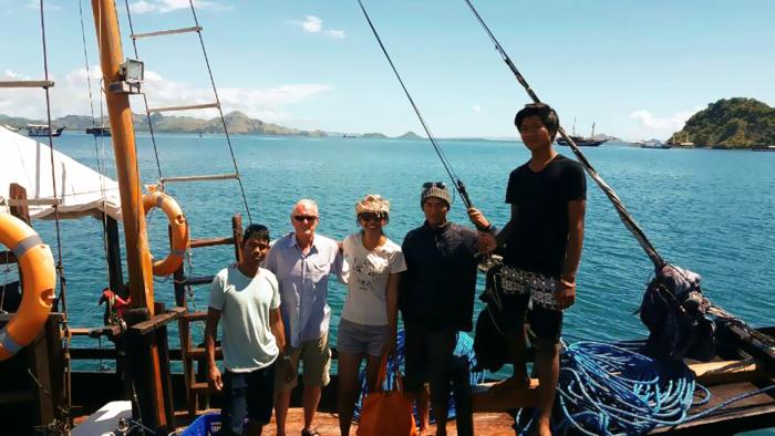 Komodo boat Tour crews and guests