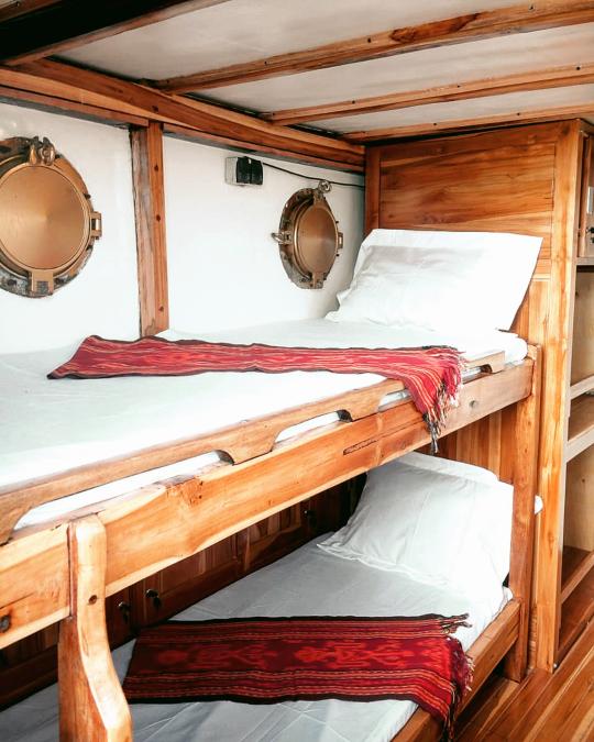 Laba Laba boat cabin komodo private trip