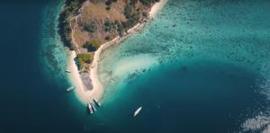Kelor island komodo. Komodo boat tour. Komodo island tour to kelor island.