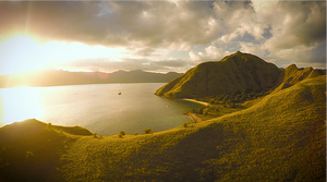 Sunrise at Gili Laba in Komodo with Labalaba Boat. Hiking to the top of Gili Laba and experience the most beautiful sunrise at Gili lawa Darat. Chartering a boat from Labuan bajo with the best Komodo Island boat tour provider Laba Laba Boat.
