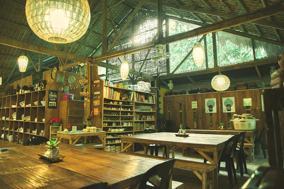 dining-lolis-interior.jpg