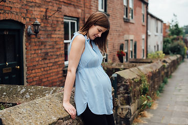 pregnant woman leaning agains wall on derbyshire maternity shoot