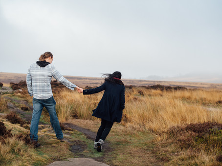Curbar Edge Engagement shoot in Derbyshire