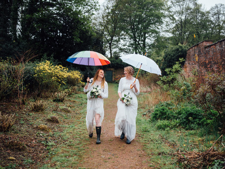 How to rock your rainy wedding day like a BOSS - 6 ways to embrace rain on your wedding day.