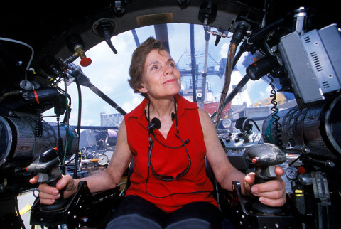 Dra. Sylvia Earle no submarino Deep Rover.