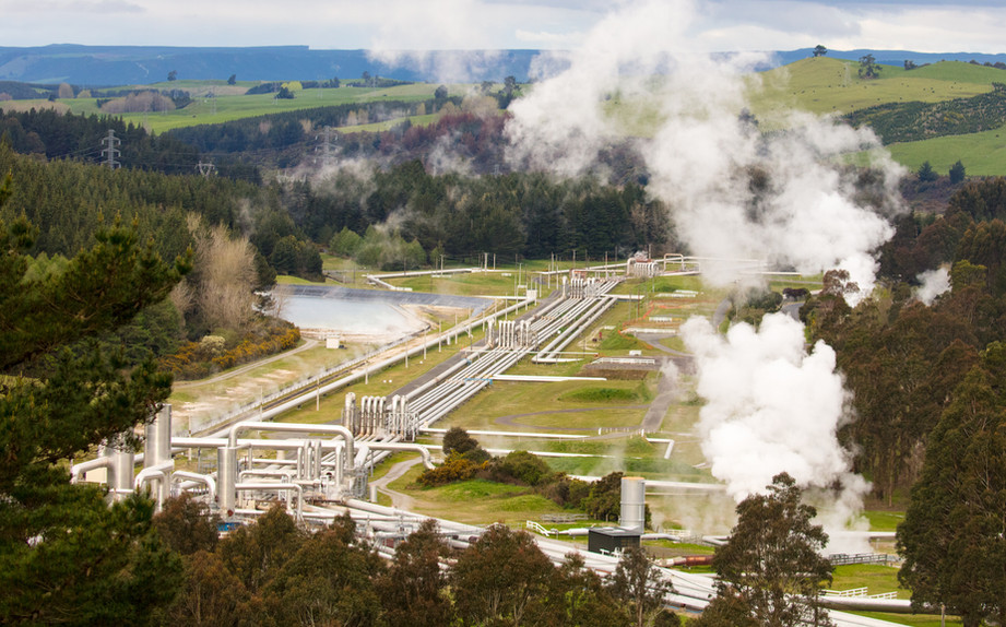 geothermal-power-plant-PRCWYLU.jpg