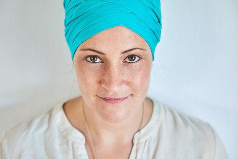 Sabrina Pohlmann | Mom sei Dank | so arbeite ich- Crossover Mix aus verschiedenen Elementen und Stilen. Projektmanagement, Strategieplanung, Akasha Life Lesung, Sat Nam Rasayan, Meditationen, Yoga, Gesichts Yoga, Face Yoga