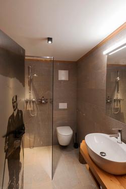 Bathroom Omi's room