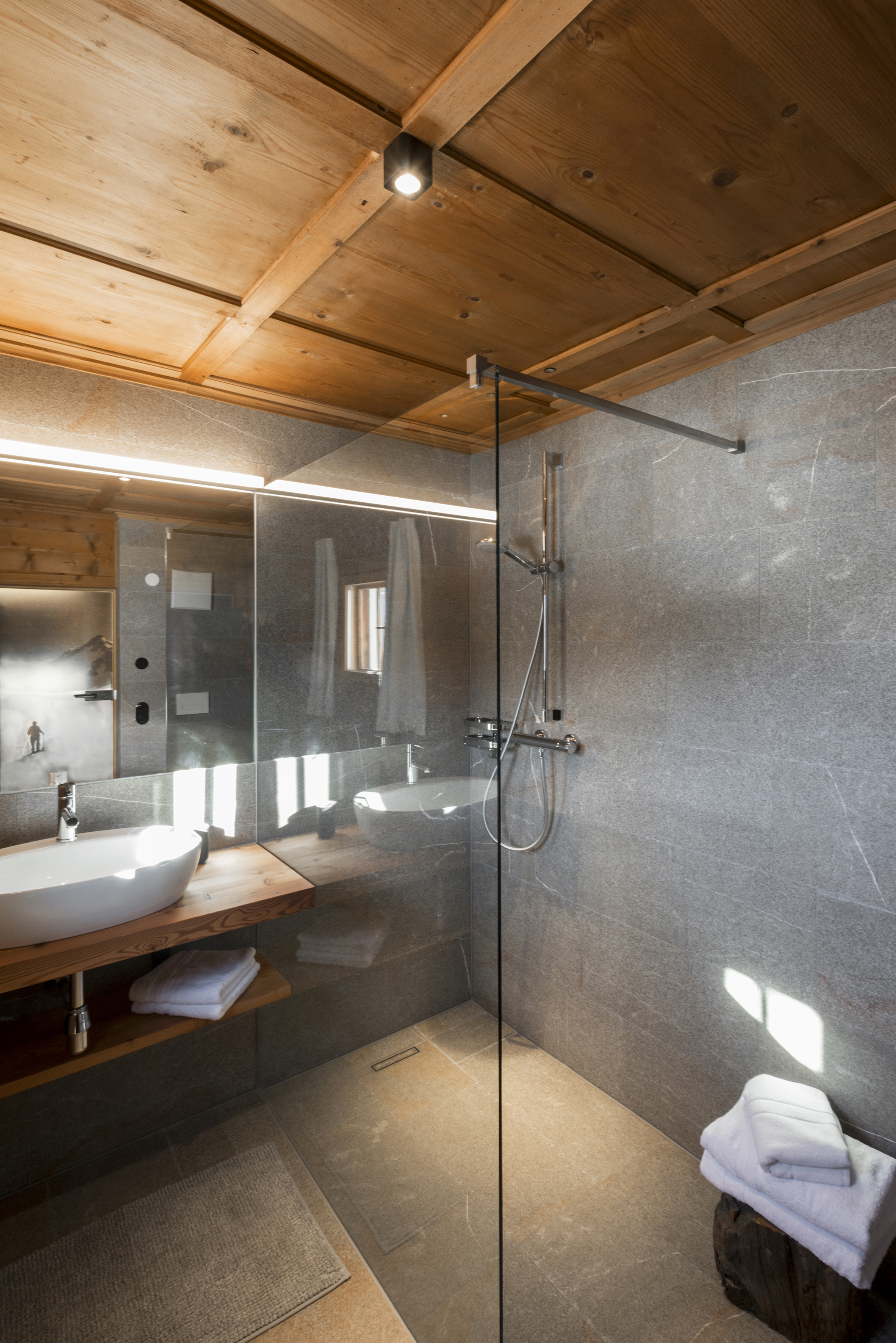 Bathroom Anna's room